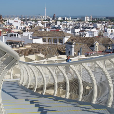 The view from Metropol Parasol's mirador is truly panoramic, with monuments at 360 degrees. Videos introduce you to them, to Expo 92 (towers visiblein distance), and to Roman Seville.