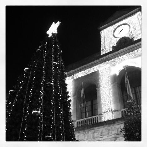 Sparkly Ayuntamiento building.