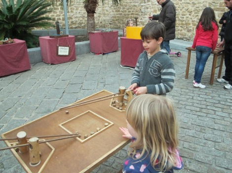 "This ""chopsticks"" game, part of the medieval fair in Rota, was a feat of co-ordination for both young and old!"