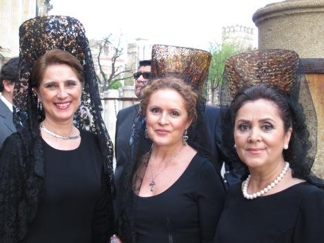 mantillas, Sevilla, Jueves Santo