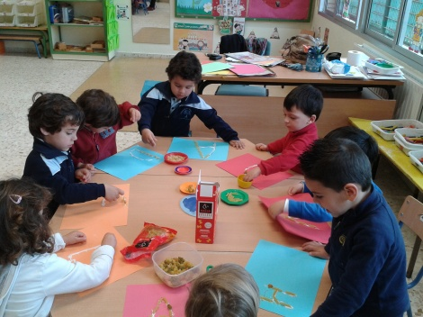 Children in Lola's class (3-year-olds) doing pasta pictures - a novelty in Spain.