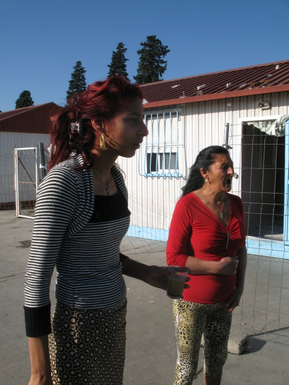 The daughter and granddaughter of Maria, the 116-year-old gitana woman I met in El Vacie.